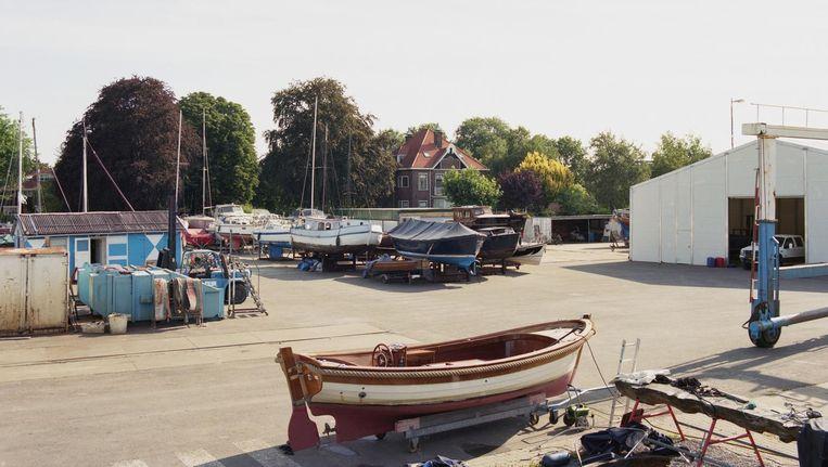 Op het oog een bedrijfsterrein, maar dit is vrijwel de hele Sint Bernarduspolder Beeld Maarten Boswijk