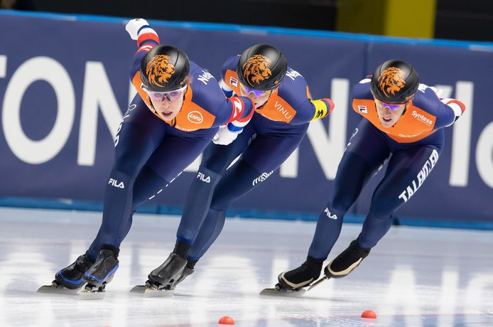 Team Nederland met Antoinette de Jong, Melissa Wijfje en Ireen Wüst (vlnr.).