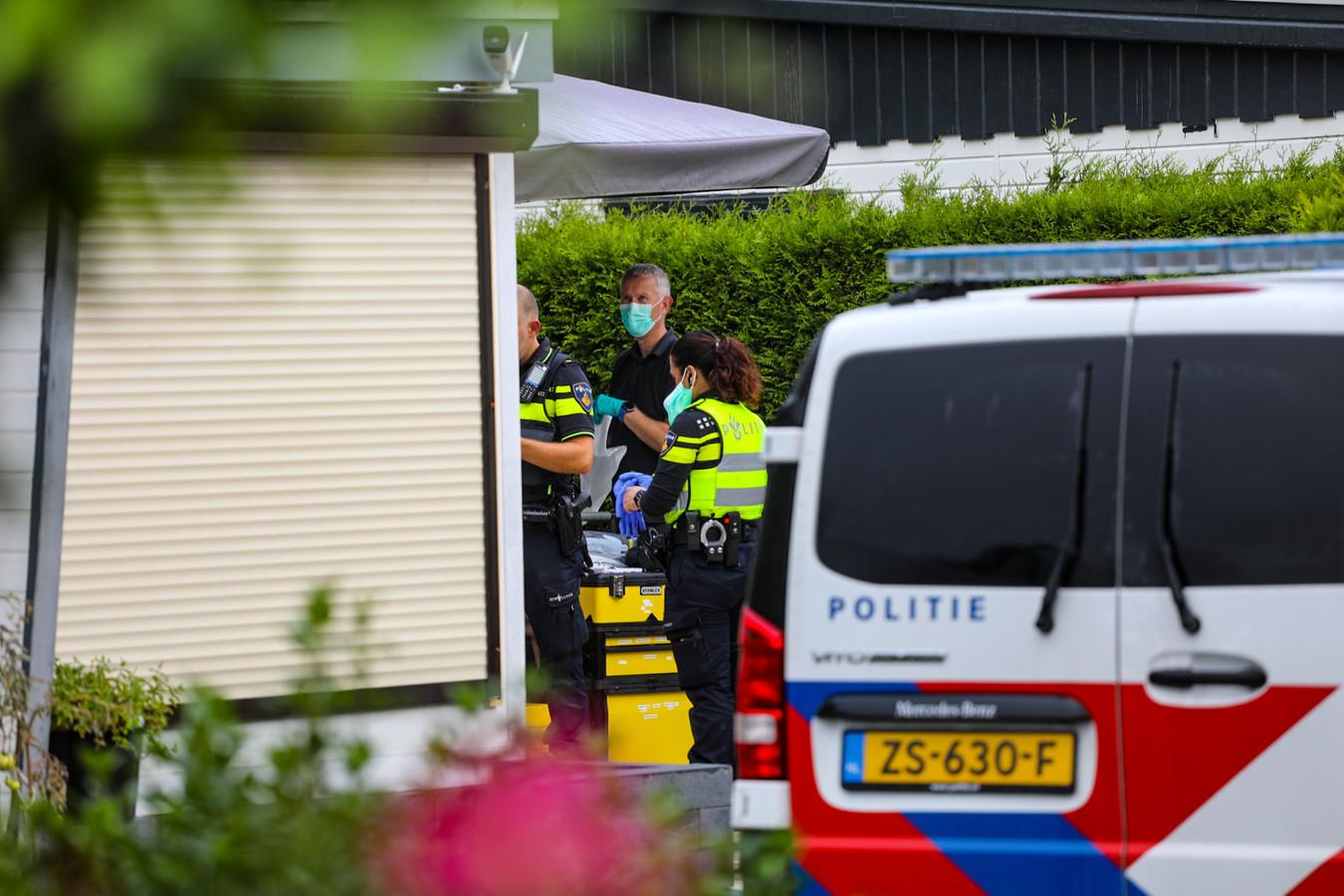 Grote politieactie op camping De Marshoeve in Loenen