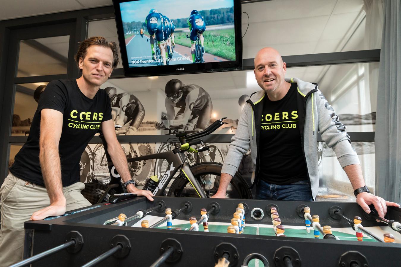 Christian van Doorn (l) en Maurice Libregts in het honk van COERS aan het Emmaplein in Den Bosch dat het midden houdt tussen kantoor en clubhuis.