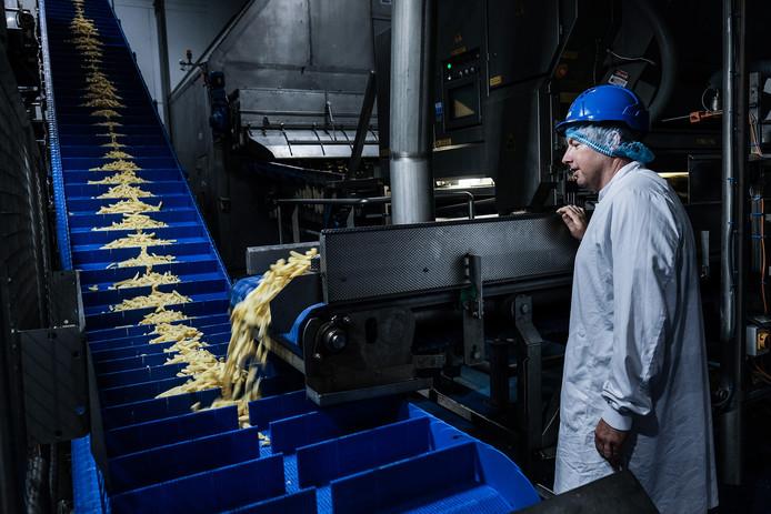 Aan de productielijn van Aviko in Steenderen.
