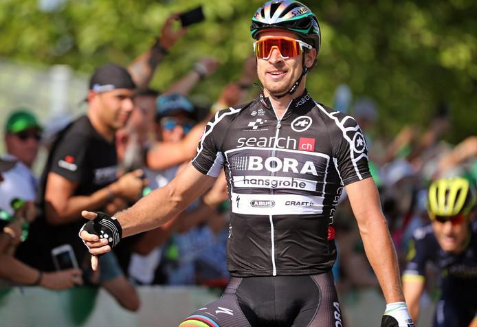Peter Sagan viert zijn tweede ritzege deze week in de Ronde van Zwitserland.