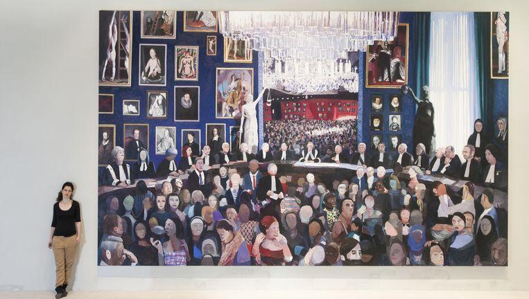 Helen Verhoeven naast haar schilderij Hoge Raad. Beeld Adriaan van der Ploeg