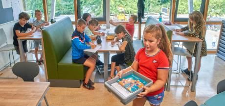 Basisschool krijgt flexplek en statafels: 'Urenlang zitten is niet meer van deze tijd'