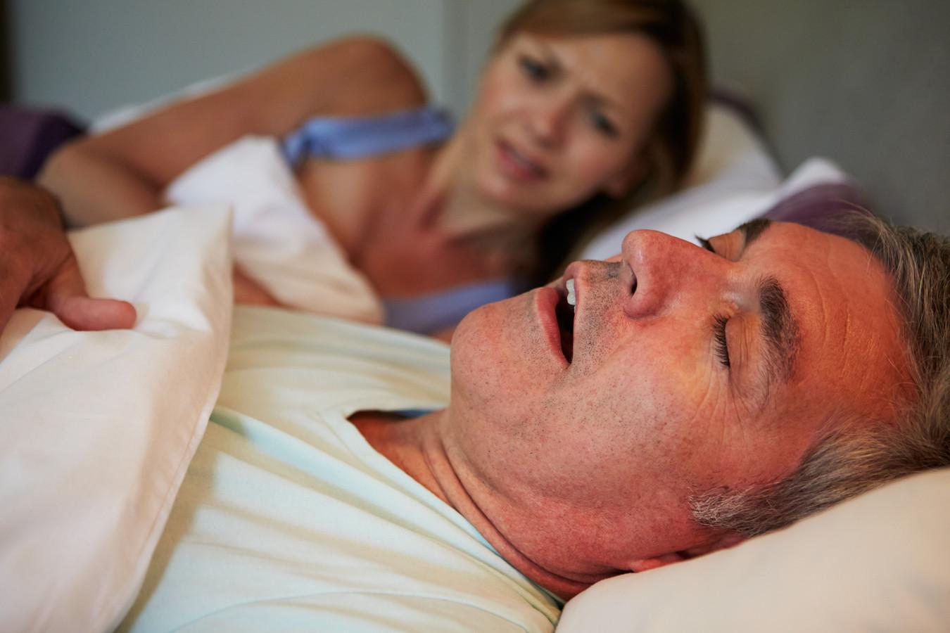 Overlast door snurken, voor velen helaas herkenbaar.