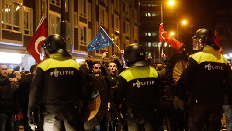 Rellen bij het Turkse consulaat in Rotterdam Beeld anp