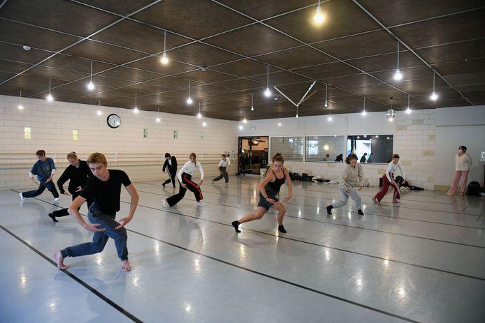 Danscentrum Aike Raes werd volledig 'danceproof' gemaakt maar ondertussen worden de lessen online gegeven.