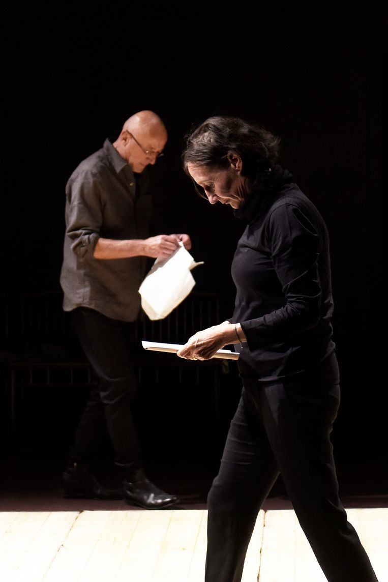 Matthias de Koning en Annette Kouwenhoven in 'Denk, schrijf, spreek, Nabokov' van Maatschappij Discordia. Beeld Sofie Knijff