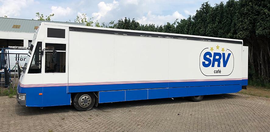 SRV staat in Oisterwijk voor Sociëteit Rollend Vertier: 'café aan huis'.