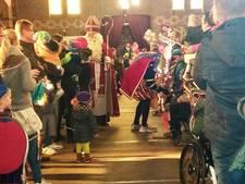 Sint begroet veel kinderen in kerk Noordhoek