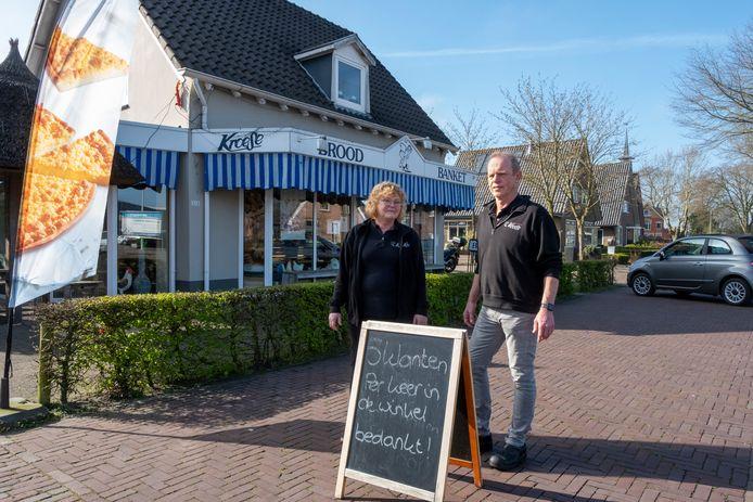 Ipo Oosterhuis van bakkerij Kroese en zijn vrouw Tinie worden geteisterd door roddels over hun dochter.