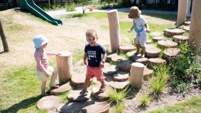 Kindjes Zwaluwstraat halen hartje op in belevingstuin