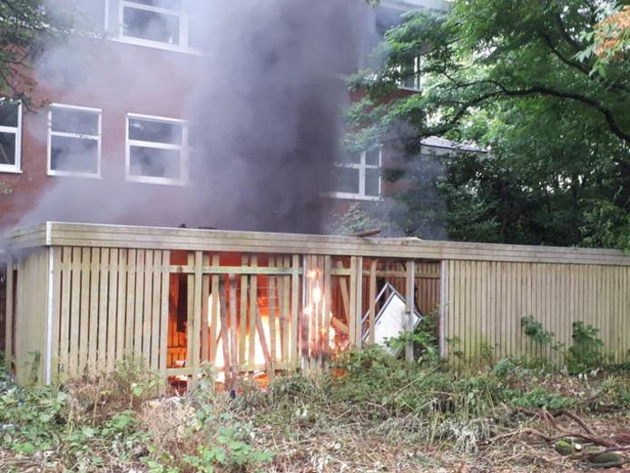Een hangplek in Zeist is in vlammen opgegaan.