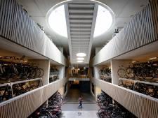 Japanners onder de indruk van megafietsenstalling onder Utrecht CS