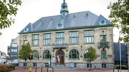 Oud-gemeentehuis krijgt zijn groen tintje terug