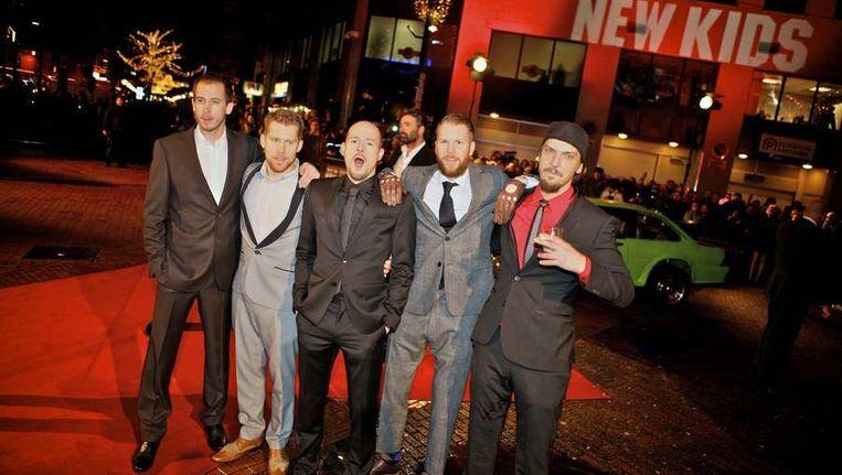 De cast van New Kids Nitro op de rode loper bij de première. Beeld anp