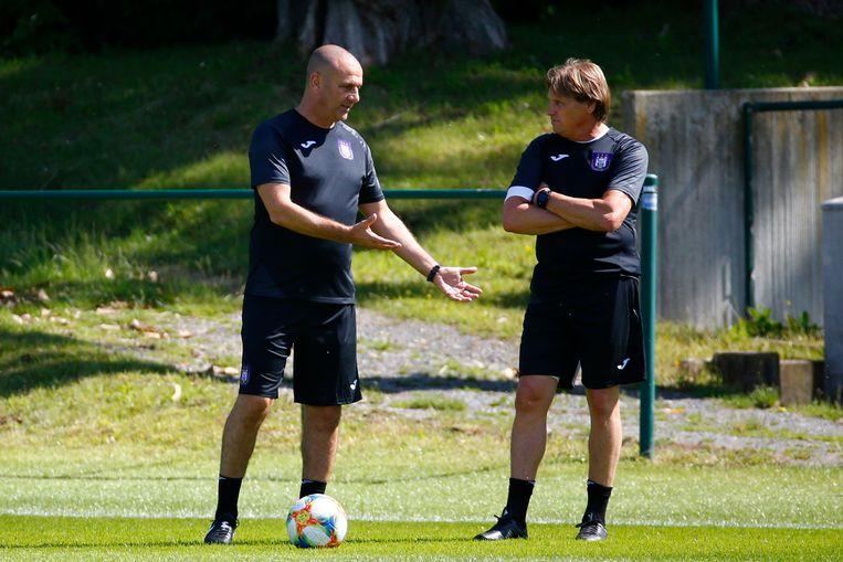 Simon Davies en keeperstrainer Max De Jong.