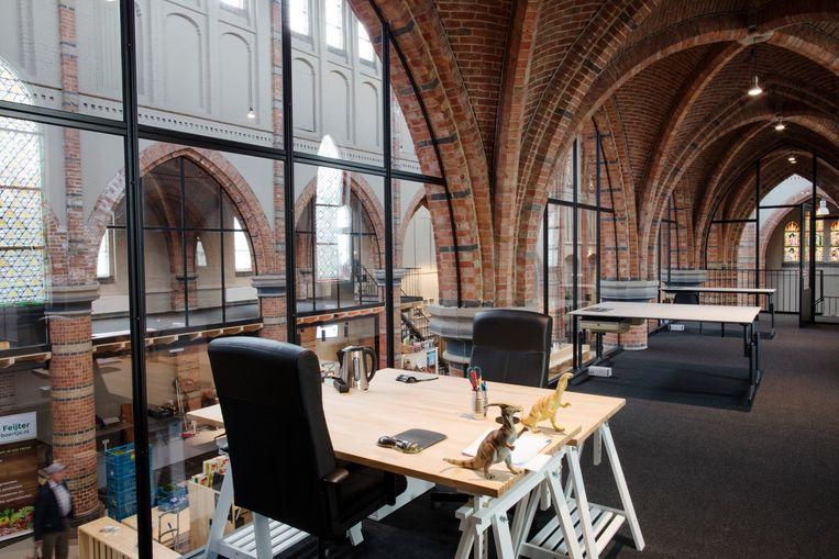 Op de verdieping zijn werkplekken voor zelfstandig ondernemers. Beeld Lars van den Brink