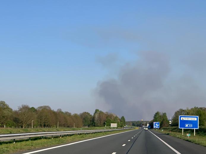 Ook in Twente zijn de rookpluimen goed zichtbaar