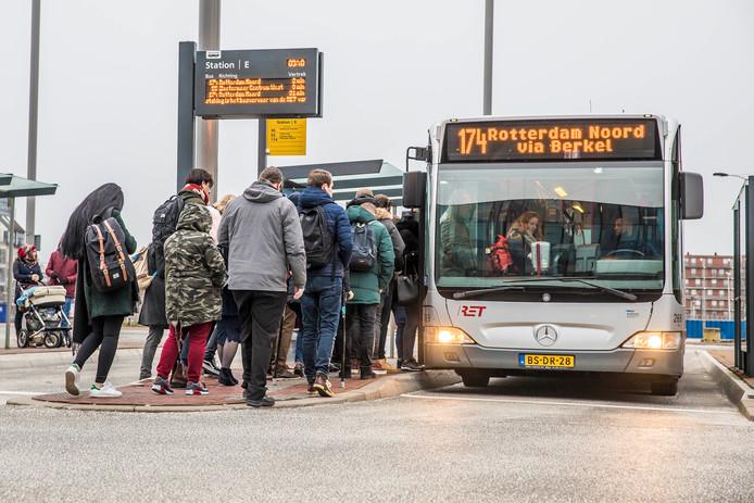 De chauffeurs vrezen dat passagiers zich door Jerry M. onveilig voelen in de bus.