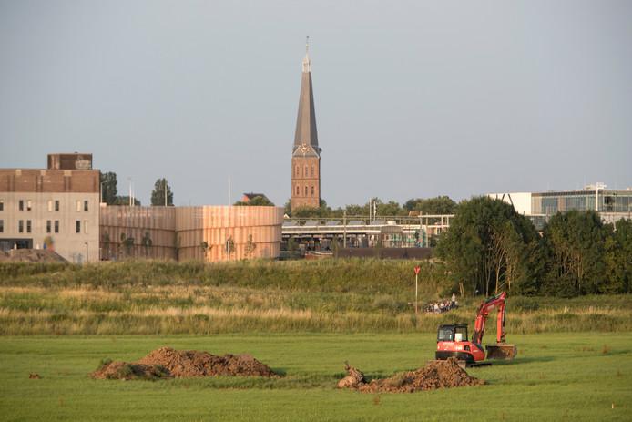 Graafwerkzaamheden in juli 2017 toen de V1-bom bij de Oude IJsselbrug net was gevonden.