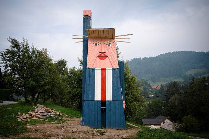 Het beeld van Donald Trump in Sela pri Kamniku.