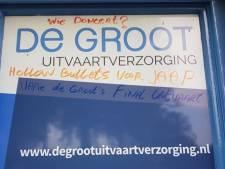 Gorcumse wijkagent weer mikpunt van bekladdingen: 'Japie de Groot's final uitvaart'