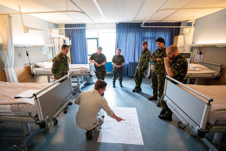 Ziekenhuis Gelderse Vallei deed een beroep op militaire hulp, nadat was besloten om het aantal ic-bedden drastisch uit te breiden. Beeld ANP