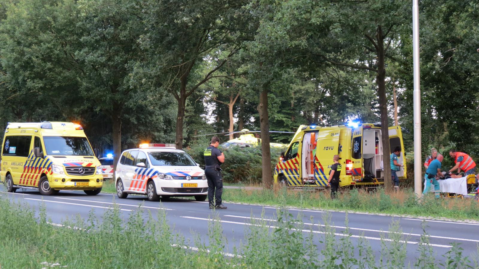 De vrouw die van haar racefiets werd gereden raakte ernstig gewond.