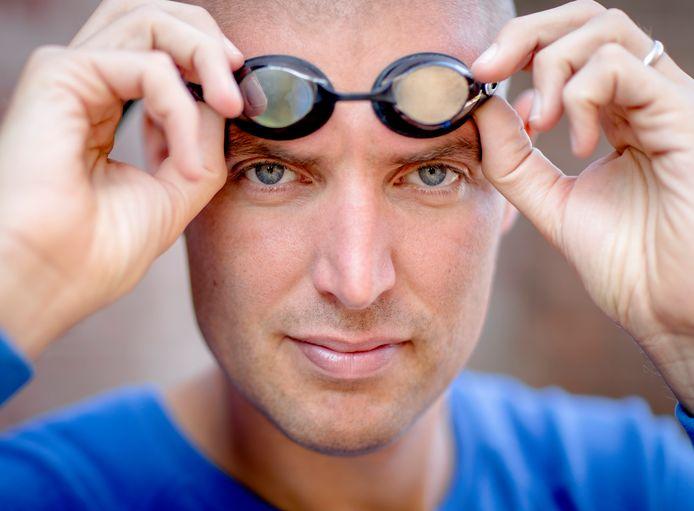 Maarten van der Weijden gaat opnieuw proberen om de Elfstedentocht zwemmend af te leggen.