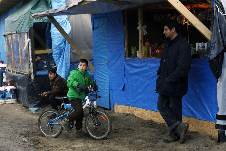Geïmproviseerde hutjes in de jungle van Calais. Beeld null