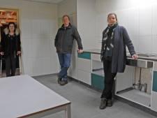 Dankzij het Zeeuws Heldenfonds heeft het dorpshuis in Ossenisse een nieuwe keuken: 'Het geeft reuring aan het dorp'