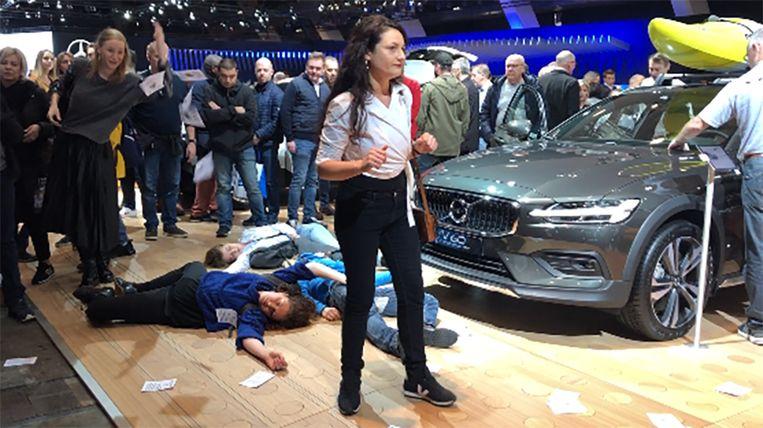 Actievoerder aan de stand van Volvo.