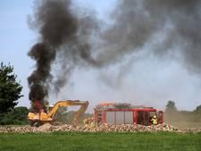 Graafmachine vliegt in brand in Geesteren