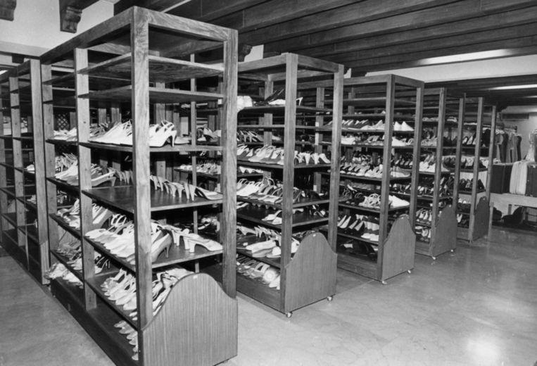 Een aantal schoenen van Imelda Marcos zoals ze in 1986 na verbanning van het presidentiële echtpaar werden aangetroffen. Beeld ap