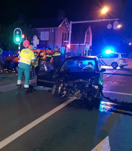Aanhouding na botsing tussen twee auto's in Hengelo