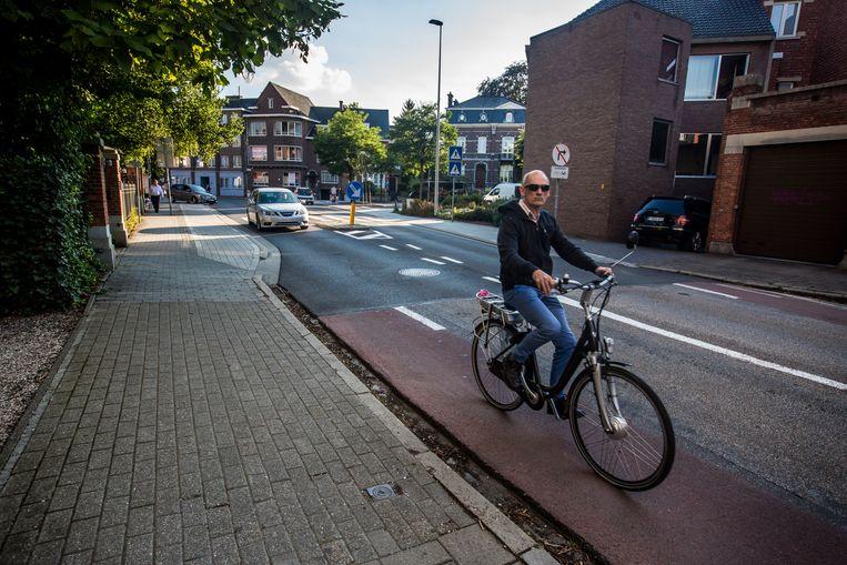 De vreemde fietssuggestiestrook in de Toekomststraat.