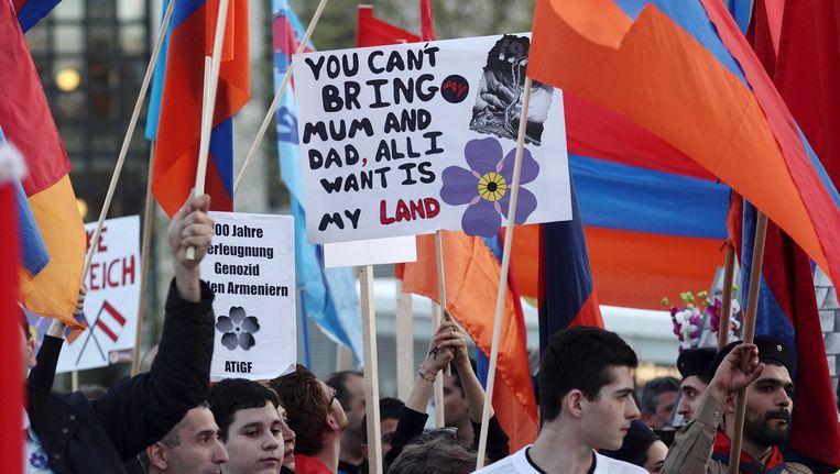 Betogers met Armeense vlaggen in Wenen Beeld reuters