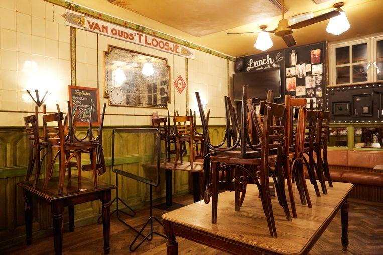 Een gesloten café in Amsterdam.  Beeld Getty Images