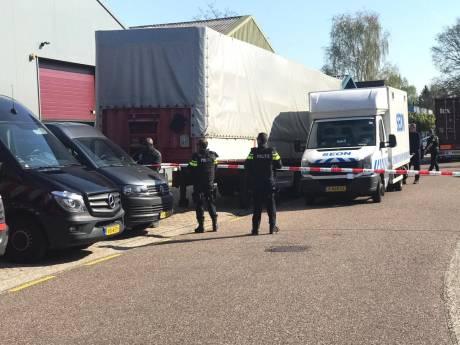 Politie valt bedrijfspand in Ermelo binnen