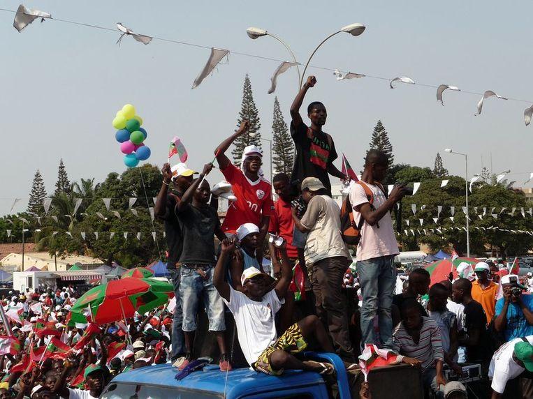 Angolezen demonstreerden vorige maand voor vrije en eerlijke verkiezingen. In de Global Peace Index, de ranglijst van vreedzame landen, is Angola de afgelopen jaren het snelst gestegen. Beeld afp