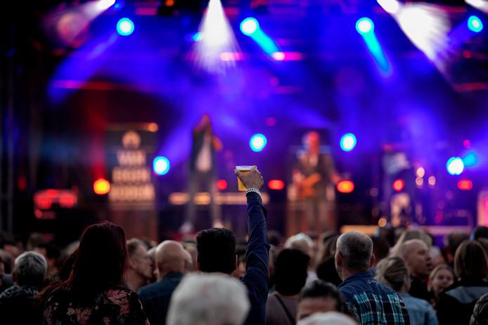 De sfeer zit er goed in tijdens het tweedaagse muziekfestival Pitpop.