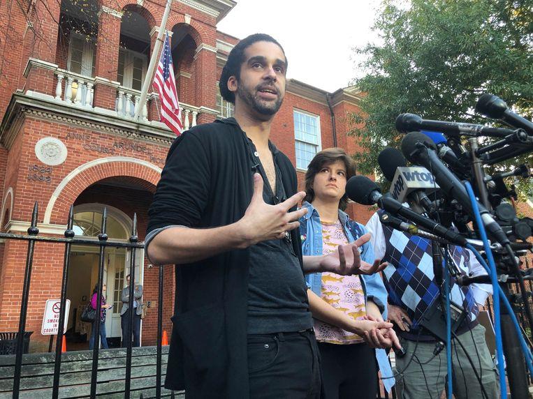 Journalisten Phil Davis en Rachael Pacella overleefden de schietpartij vorig jaar op hun redactie. Zij staan de pers te woord nadat de schutter vandaag schuld bekend heeft.