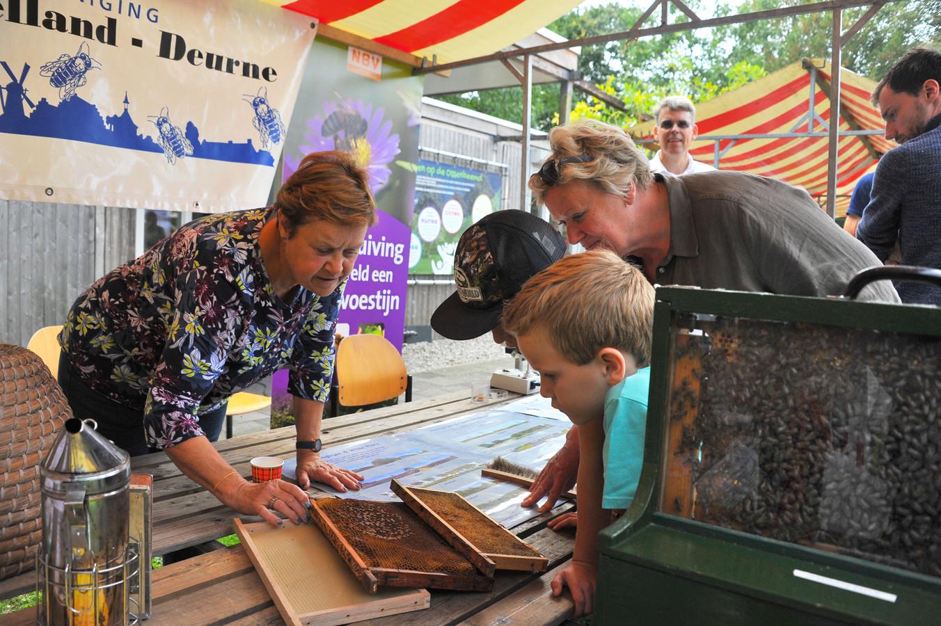 Bezoekers van de Markt Groen Deurne.