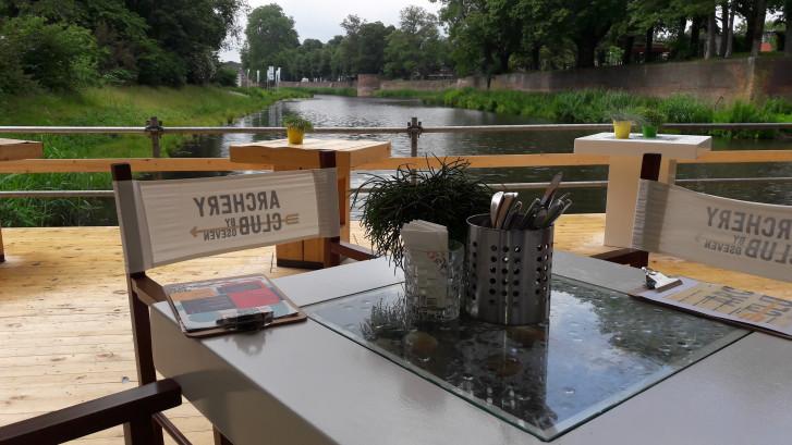 Koester paviljoen en terras van WK handboogschieten vlakbij de Schroef van Archimedes