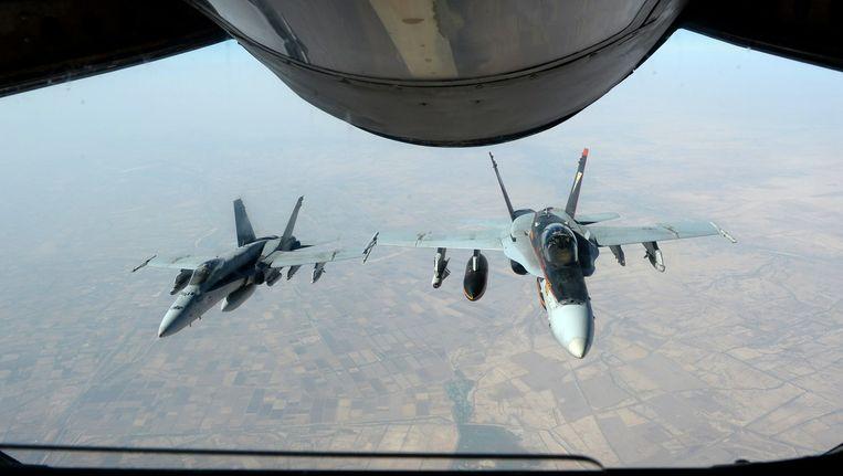 Twee Amerikaans vliegtuigen die aanvallen op IS uitvoeren. Beeld ANP