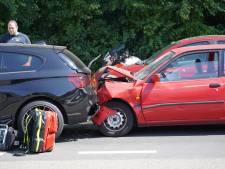 Twee gewonden bij botsing bij verkeerslicht in Dongen
