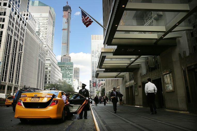 Het beroemde Waldorf Astoria, rechts, aan Park Avenue in New York. Het hotel was tot 2014 in het bezit van hotelketen Hilton Beeld afp