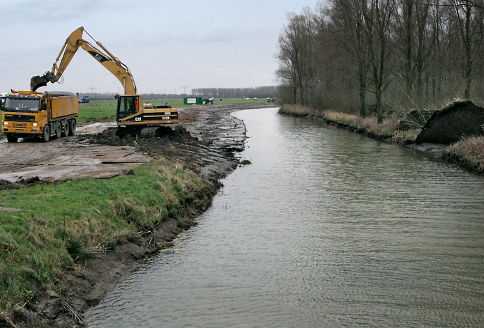 De wetering langs de Maas en Waalweg.