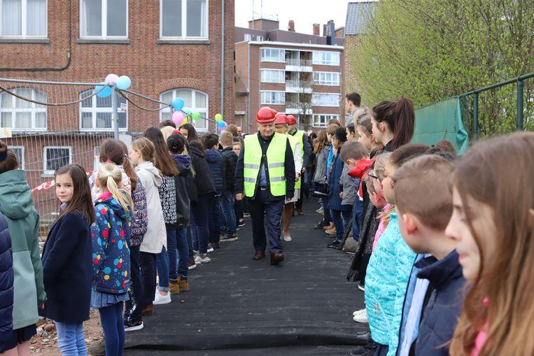 Kinderen van de basisschool Picpussen waren ere-gasten bij de eerste steenlegging voor de bouw van hun nieuwe school.
